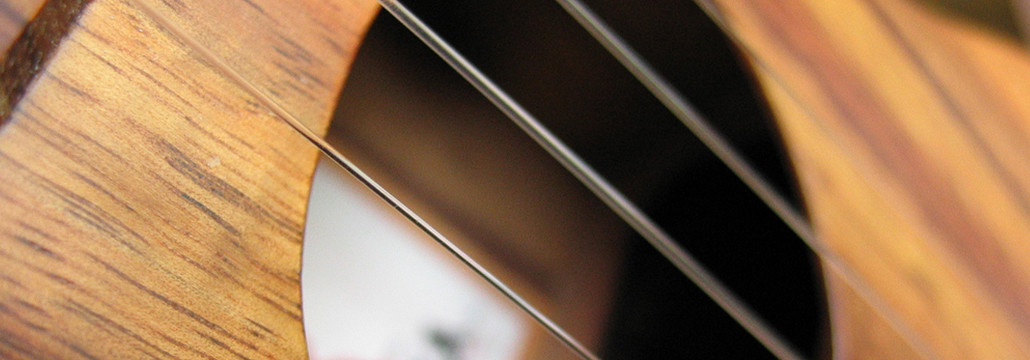 How To Play The E Chord On The Ukulele Learn To Uke